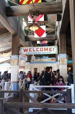Queue for voyage boat ride at Tokyo Disneysea