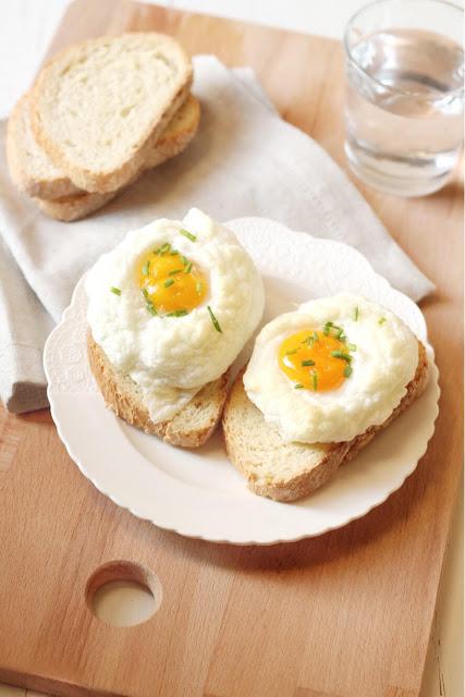 Nuvole di uova su toast