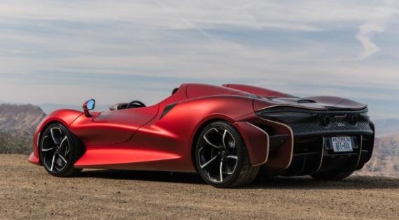 McLaren Elva sisi belakang