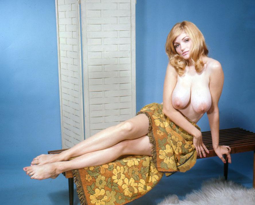 Amanda seyfried in nude sex scene with julianne moore 1