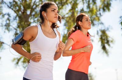 Manfaat dan Sisi Negatif Mendengarkan Musik Sambil Lari