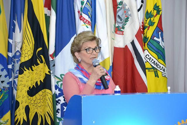 Lourdinha Serpa Dalto toma posse como governadora do Rotary