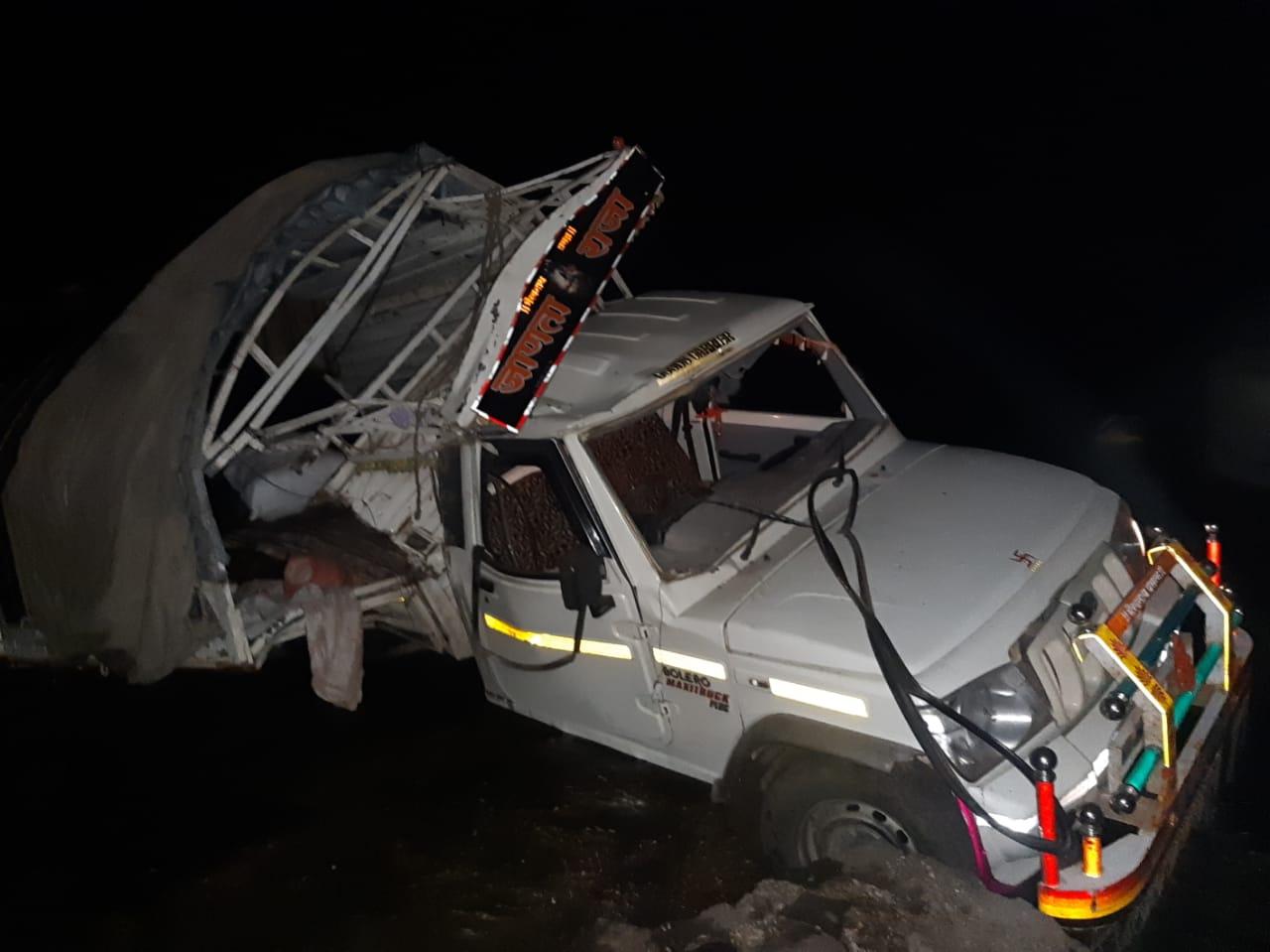 महाराष्ट्र : तेज रफ्तार से आ रही वैन नदी में गिरी, सात मजदूरों की मौत