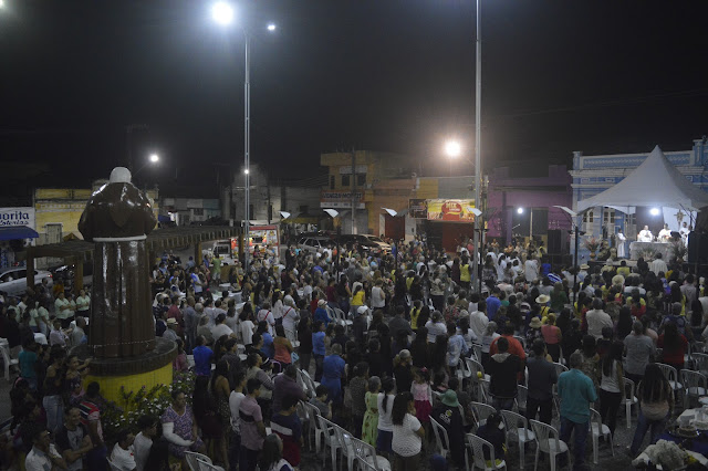 FÉ E DEVOÇÃO: Com Praça cheia, fieis celebram 121 anos de nascimento de Frei Damião