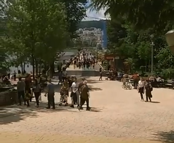 Tirana citizens do not resist by breaking the rules by walking in Artificial Lake