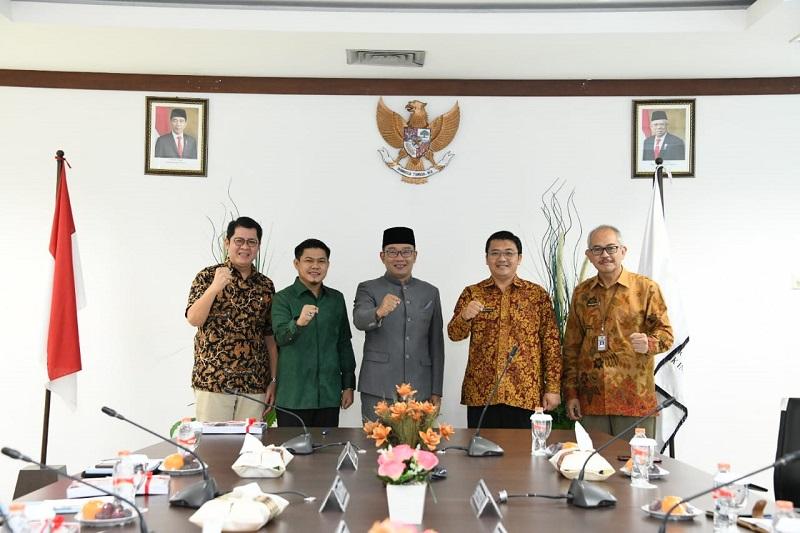 Terima LPH PT Jasa Sarana, Gubernur JabarBerharap Perusahaan Tingkatkan GCG