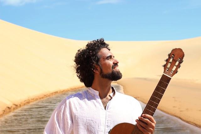 Franco-brasileiro Paulinho Araújo traz família no single 'Terra'