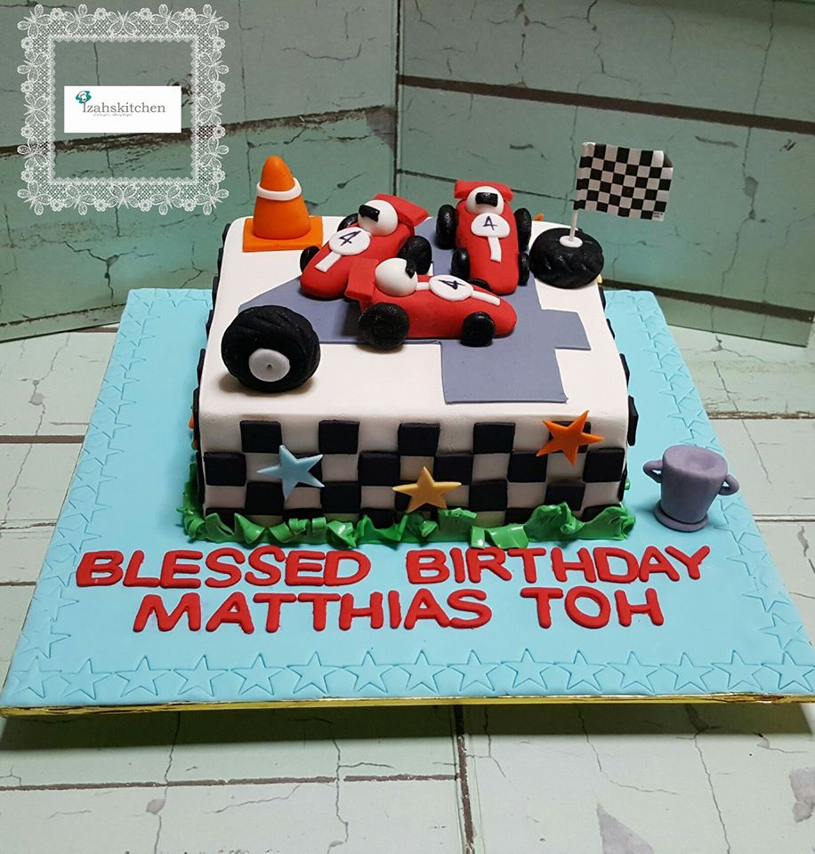 Izah 39 s kitchen racing track themed cake racing car for Car themed kitchen
