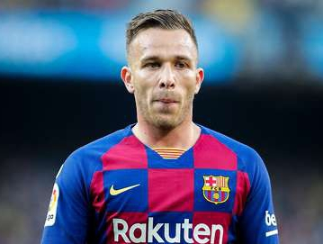 Juventus confirm the signing of Barcelona's Arthur for £72.5m