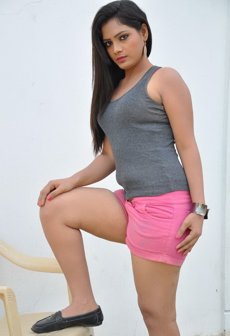 Avanthika Looks super cute beautiful spicy in Pink Shorts