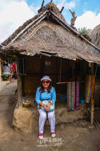 Berpose Dusun Sade, Lombok, Nusa Tenggara Barat