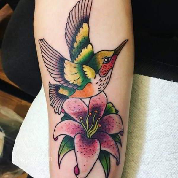 imagen del Tatuaje de un Colibrí