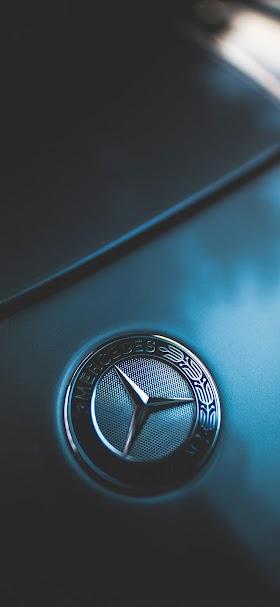 خلفية شعار مرسيدس على غطاء محرك السيارة الأمامي