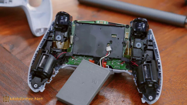 the inside view of the PlayStation 5 Dual Sense controller