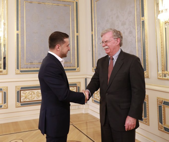 Jhon Bolton and Ukrainian President Volodymyr Zelenskyy