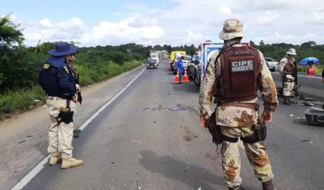 Duas pessoas morrem após colisão frontal entre moto e carro na BR-116 Norte