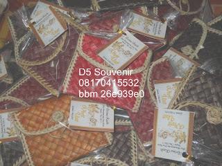 souvenir pernikahan tempat tisu, souvenir pernikahan unik, souvenir pernikahan murah, souvenir pernikahan bermanfaat souvenir dompet tikar kotak