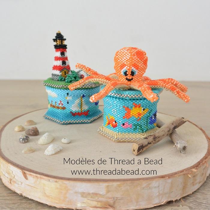 Boites phare et octopus en perles Miyuki, modèle de Thread a Bead, tissée en peyote circulaire et brickstitch par Hello c'est Marine