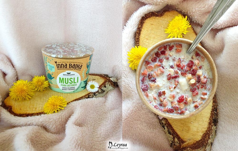Inna bajka śniadanie musli pora detoksu źródło błonnika migdały i truskawki.jpg