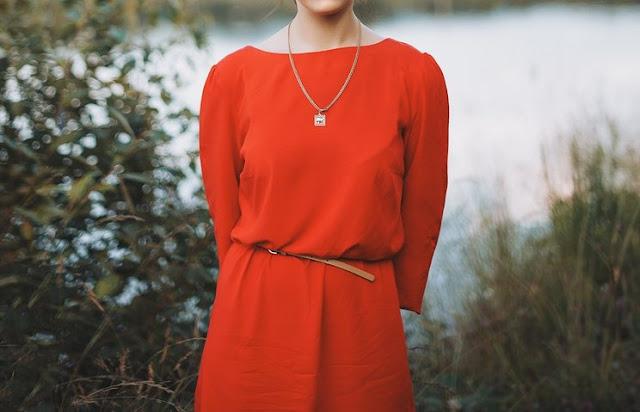 Warna Pakaian yang Bikin Penampilanmu Terlihat Lebih Muda