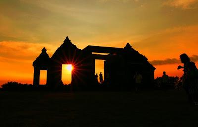 Berburu Sunset di Candi Ratu Boko via jejaktraveling.com
