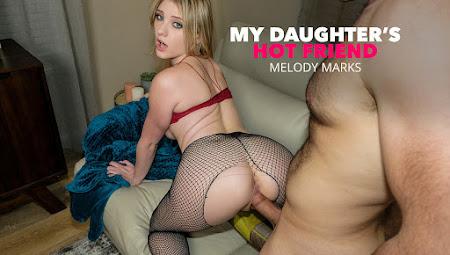 中字-MyDaughtersHotFriend – Melody Marks金髮美女把跳蛋卡在陰道內為了不被人嘲笑只好偷偷求助閨蜜的醫生老爸
