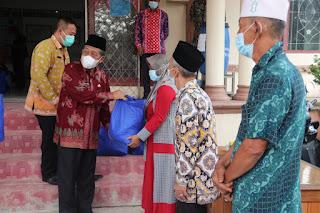 Awali Kunjungan Kerja Di Tanjabbar, Wakil Gubernur Jambi Berikan Bantuan