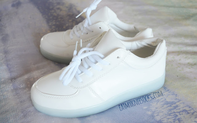 All-white lace up LED light up low sneakers from Wholesalebuying, like the popular INU-INU, eBay, Amazon, Storenvy Harajuku brand pairs.