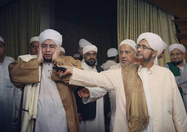 Habib umar bin hafidz dan habib mundzir al musawa