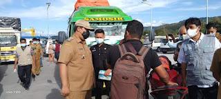 Bupati Vandiko Monitoring Pos Penyekatan di Sejumlah Pintu Masuk Kabupaten Samosir.