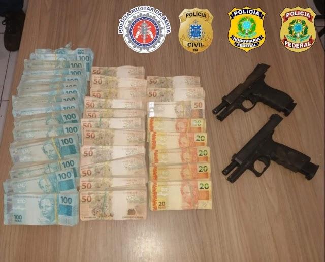 Bahia: R$ 236 mil e armas são encontrados com suspeitos de ataques a banco