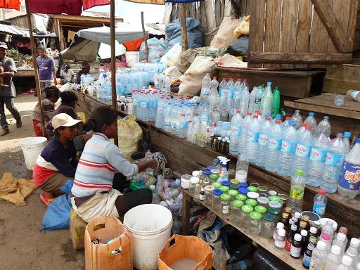 leere Flaschen werden recycelt