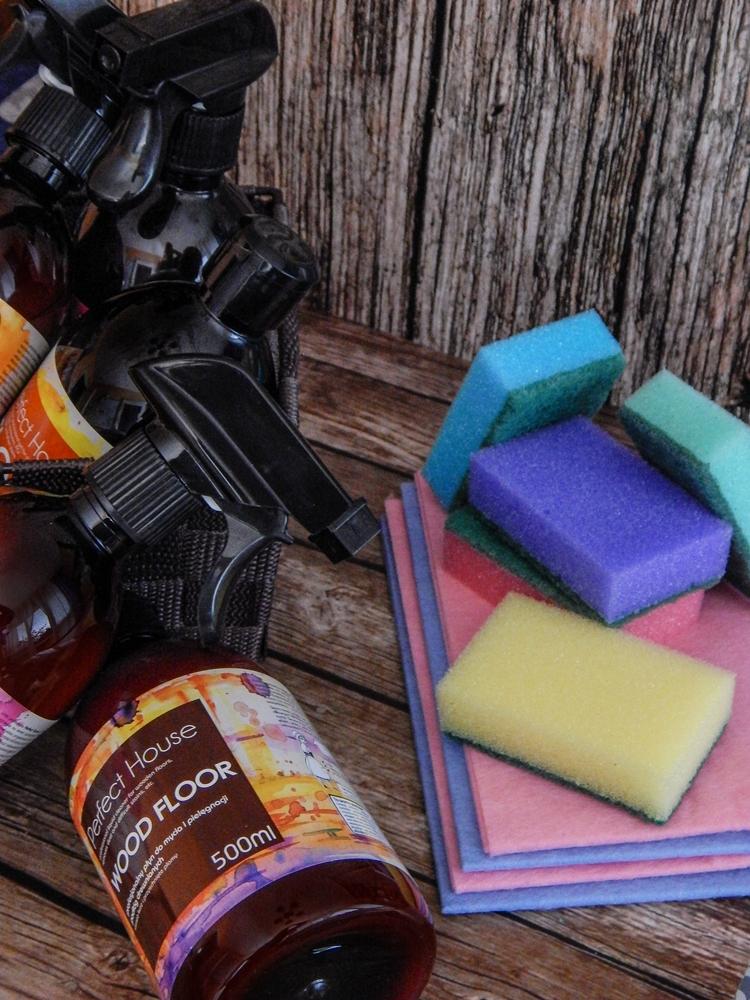 9 barwa perfect house kosmetyki do pielęgnacji domu porady na wiosenne porządki perfumowana woda do prasowania recenzja melodylaniella płyn do mycia podłóg specyfiki do mebli do czyszczenia do sprzątania skóry