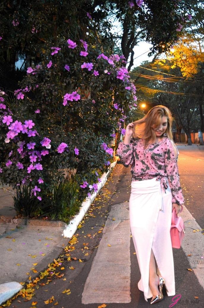 look-do-dia-saia-longa-branca-bata-floral-rosa-sapato-metalizado-blog-jeito-de-vestir