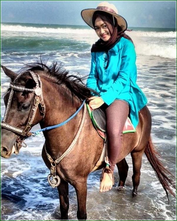 Naik Kuda Di Pantai Petanahan Kebumen - Destinasi Wisata Alami Favorite Di Musim Liburan