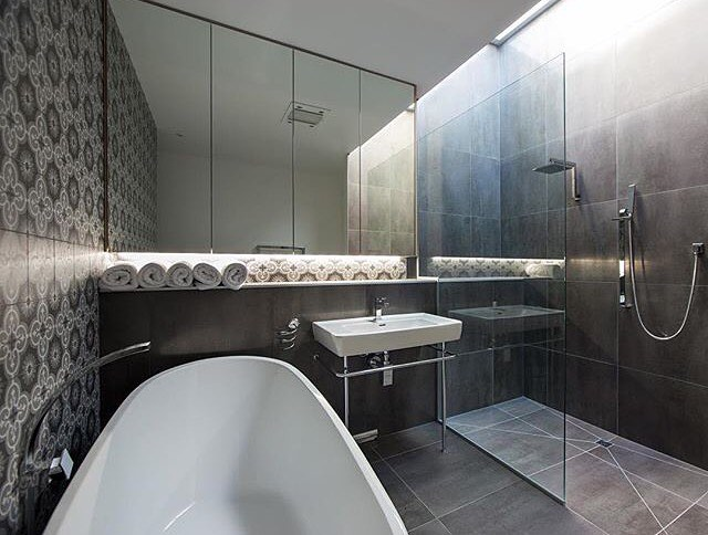 Choosing Shower or Bathub as Final Bathroom Remodeling
