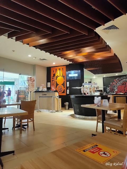 Mampir di Pizza Hut Mall Centre Point saat New Normal - Ruangan Pizza Hut