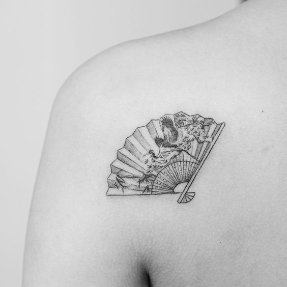 What is the meaning of the fan tattoo pattern