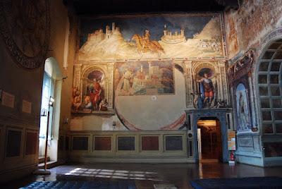 Portrait équestre du condottiere Guidoriccio da Fogliano (le représentant lors du siège de Montemassi), par Simone Martini