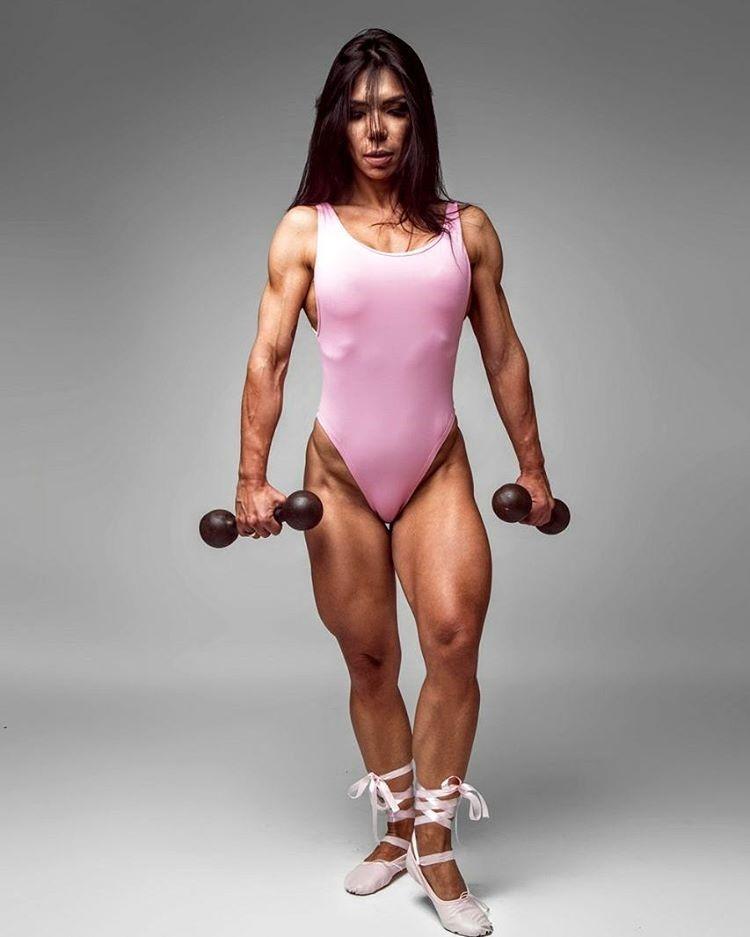 Jeane Marins, atleta Wellness, mostra boa forma em ensaio. Foto: Diego Dias