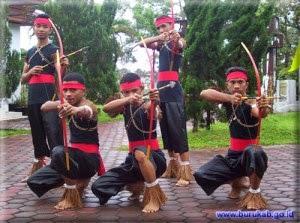 Sky Fly Maluku Utara Tarian Adat Rumah Adat Pakaian Adat Senjata Tradisional Makanan Tradisional Alat Musik Tradisional Lagu Daerah