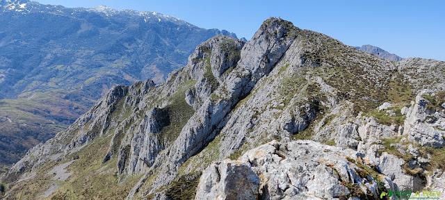 Camino al Pico Romiru desde la Fayona