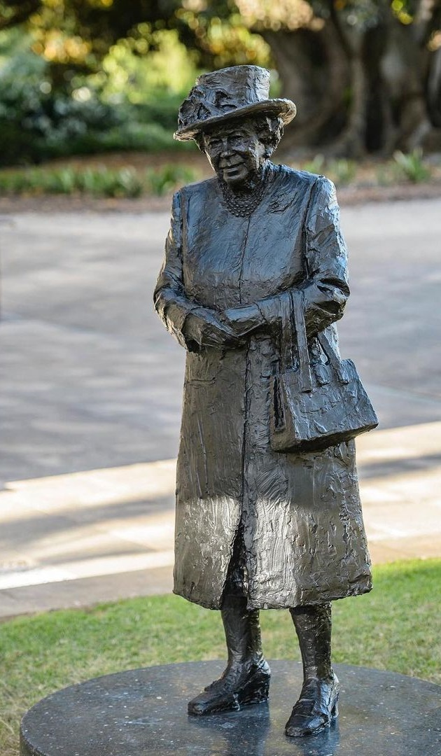 Her Majesty Queen Elizabeth II today for the first time unveiled her own statue virtually.
