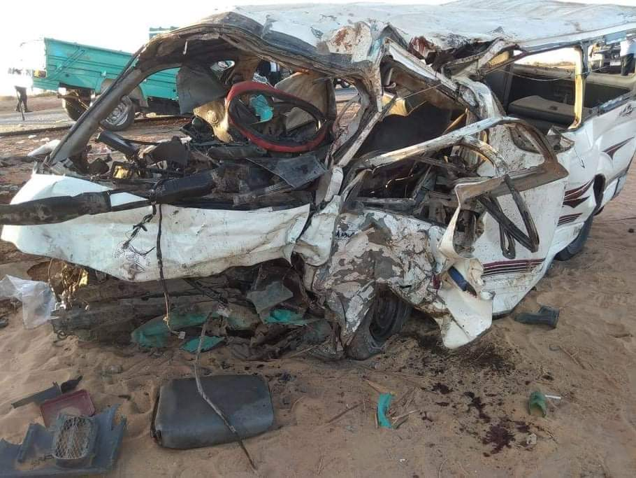 مصرغ11 شخص وإصابه 6 أخرين فى حادث علي الطريق الصحراوى الغربى بأسوان