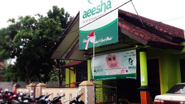 Salah satu klinik kecantikan yang memiliki cabang di berbagai daerah di lampung adalah rumah cantik aeesha.