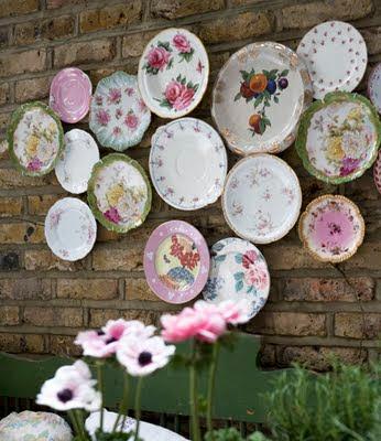 Resultado de imagem para pratos na parede