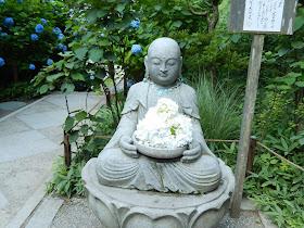 明月院の花想い地蔵