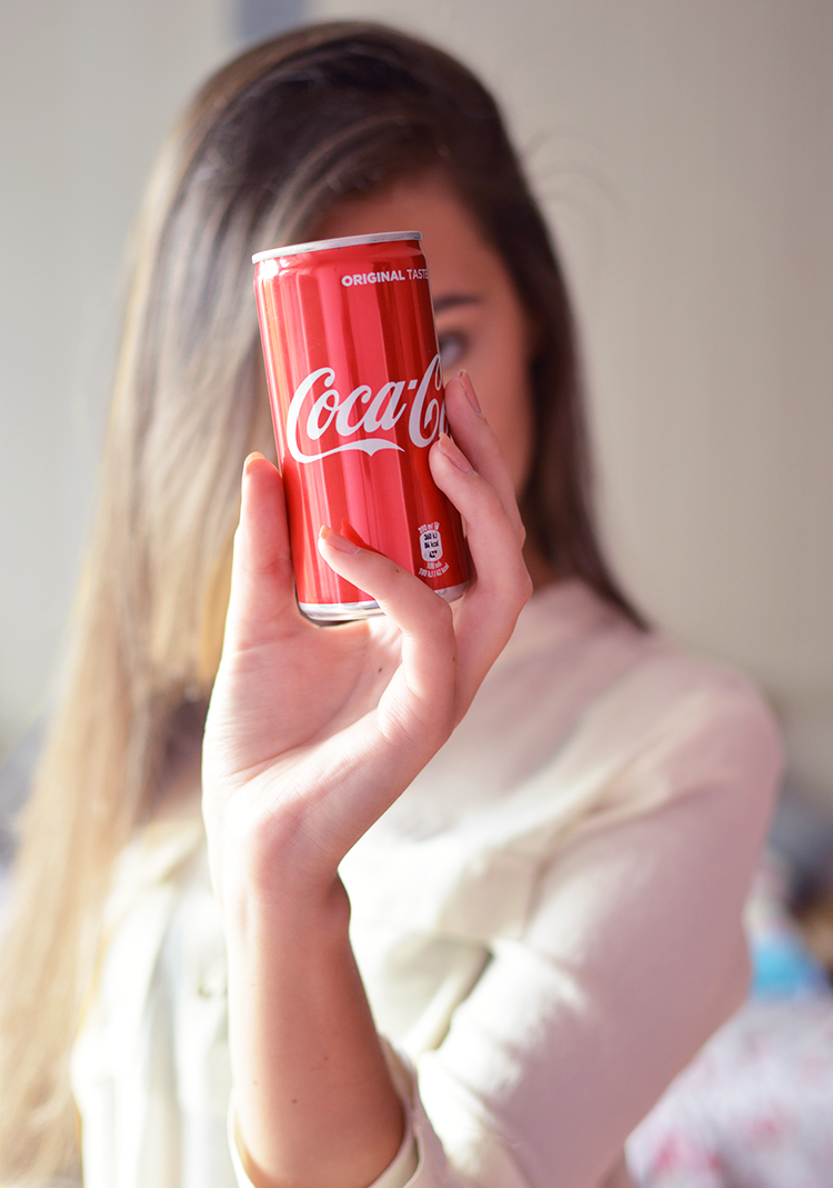 Płukanka z Coca-Coli, czyli domowy sposób na gładkie i błyszczące włosy - Czytaj więcej »