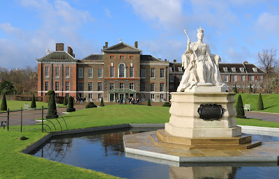 Statue of Queen Victoria in Kensington Gardens