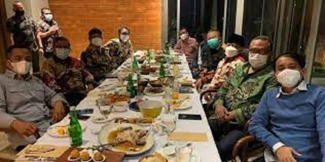 Sekjen Koalisi Jokowi Makan Malam Bareng, Netizen: Enggak Punya Sense of Crisis